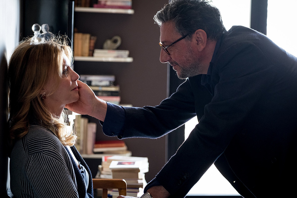Piccoli crimini coniugali: Margherita Buy e Sergio Castellitto in una scena del film
