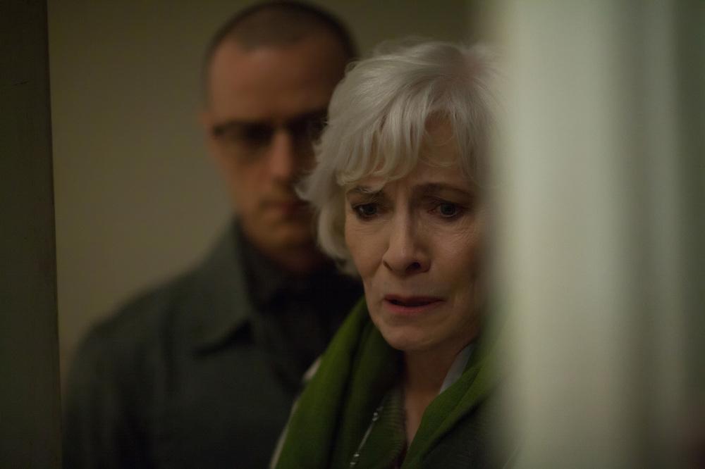 Split: Betty Buckley e James McAvoy in una scena del film