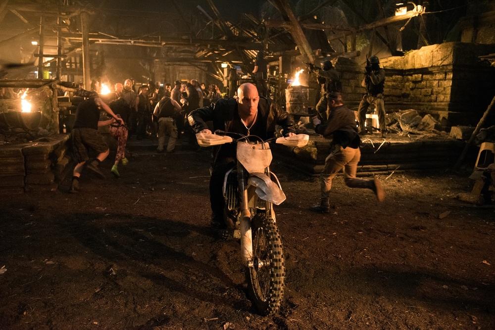 xXx - Il ritorno di Xander Cage: Vin Diesel in moto in una scena d'azione del film