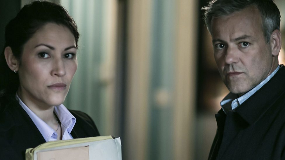 Sherlock: Eleanor Matsuura e Rupert Graves in The Six Thatchers
