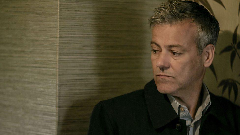 Sherlock: Rupert Graves interpreta Lestrade nell'episodio The Six Thatchers