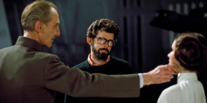 George Lucas sul set di un film della saga di Star Wars con Carrie Fisher e Peter Cushing