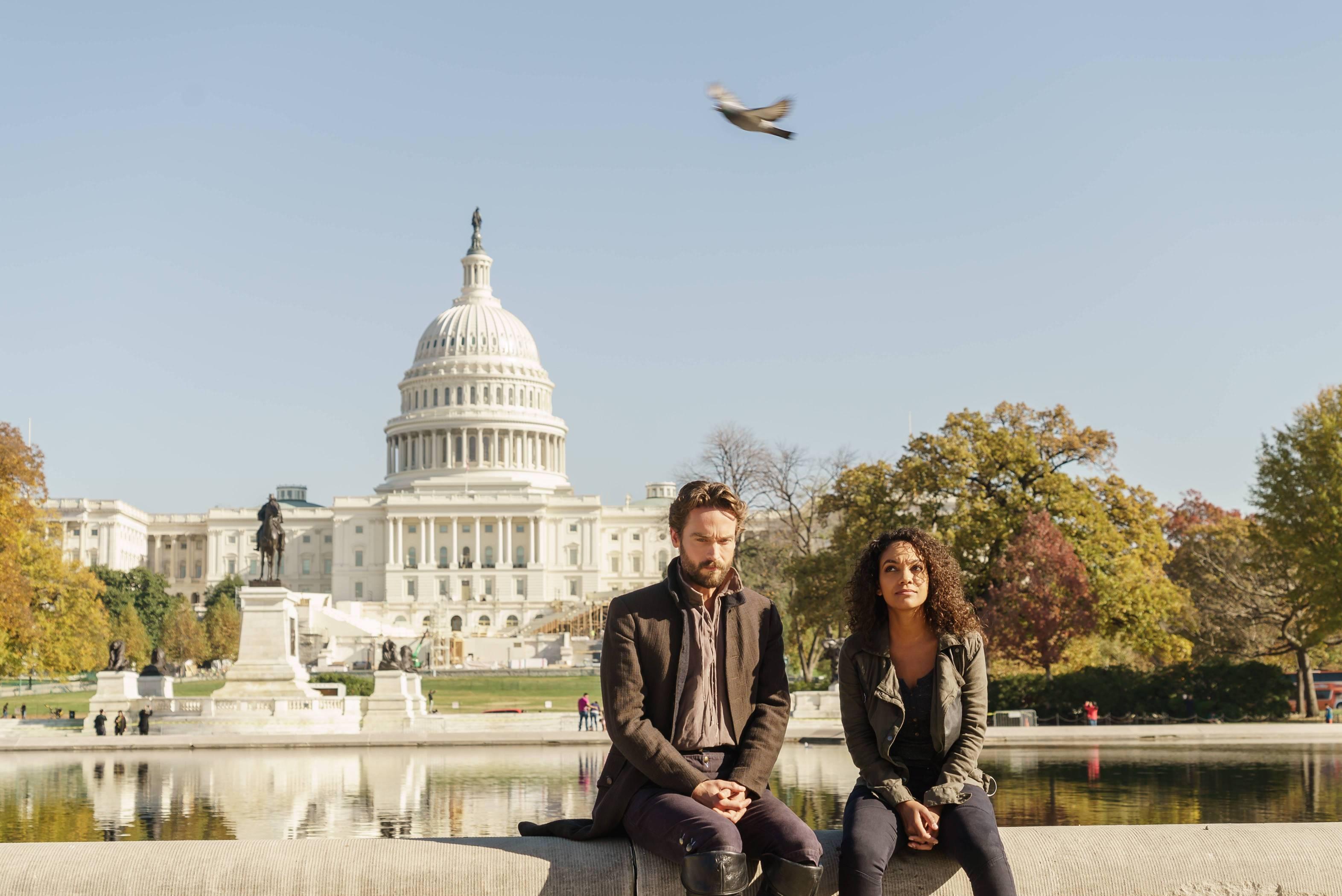 Sleepy Hollow: gli attori Tom Mison e Lyndie Greenwood in Columbia