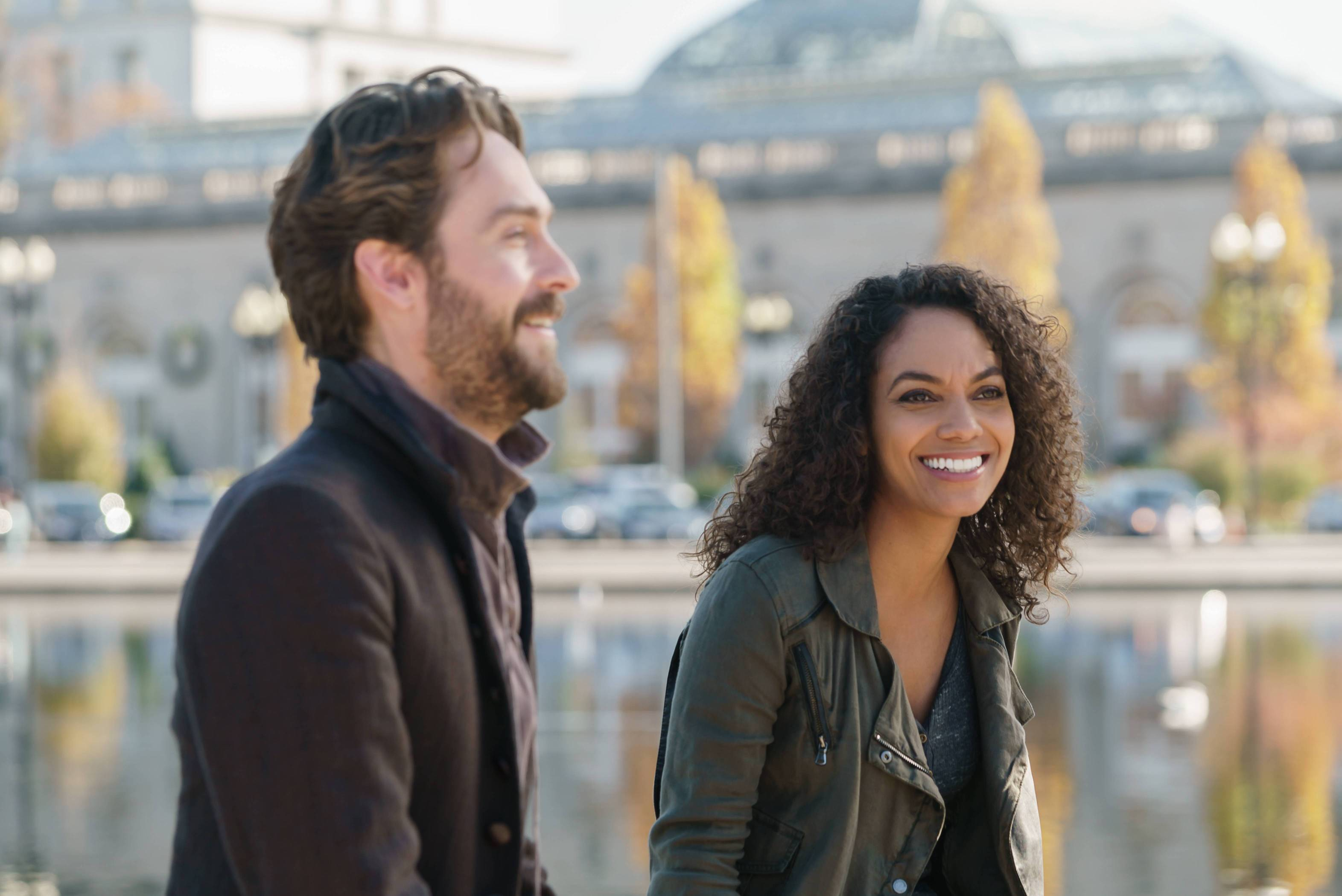 Sleepy Hollow: Tom Mison e Lyndie Greenwood in Columbia