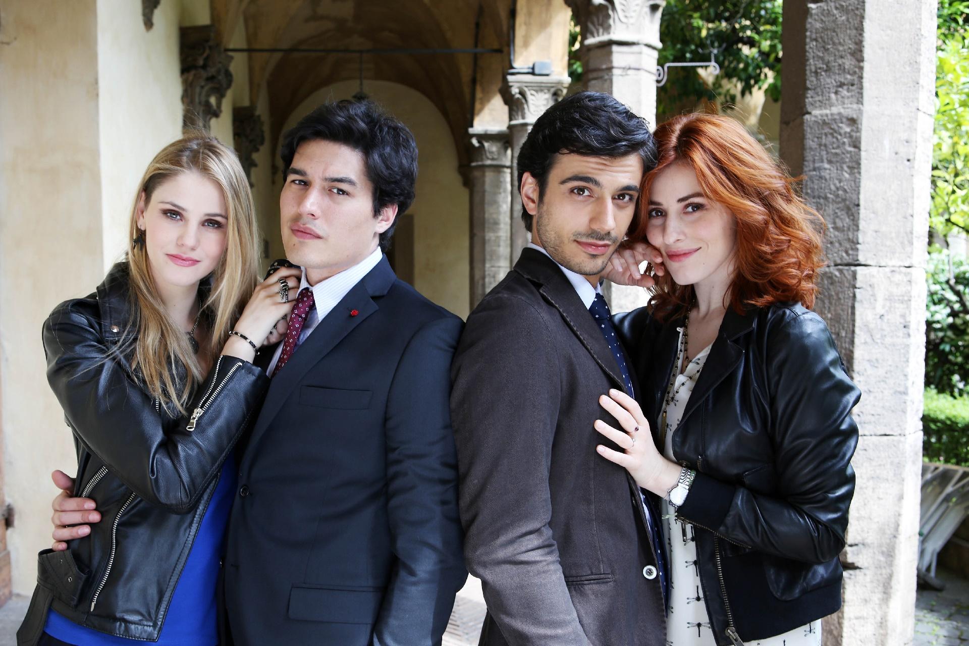 Che Dio ci aiuti: una foto di Arianna Montegiori, Cristiano Caccamo, Gianmarco Saurino e Diana Del Bufalo