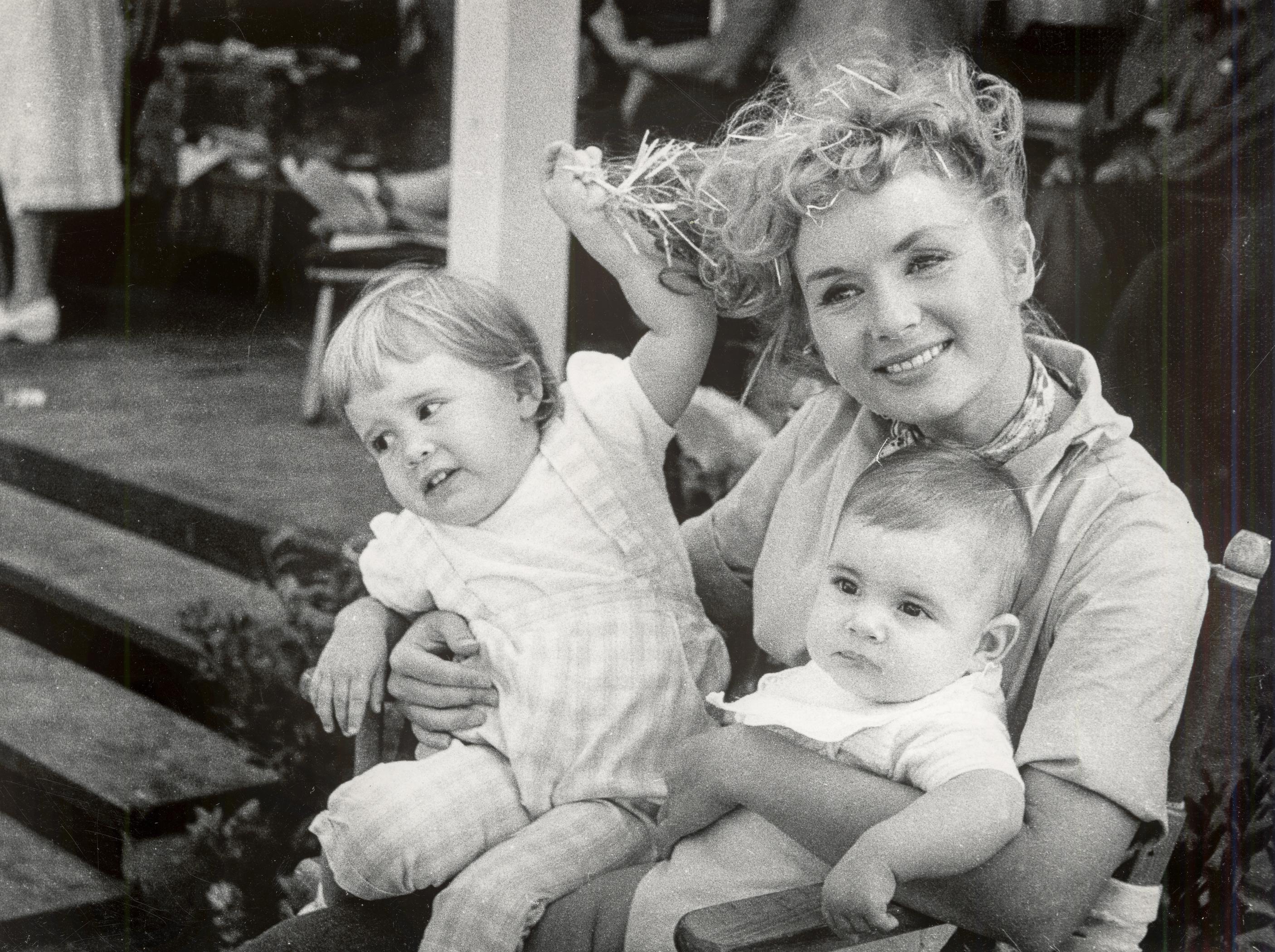 Bright Lights: Debbie Reynolds con i figli
