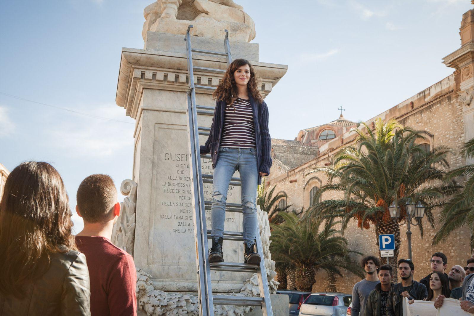 L'ora legale: Eleonora De Luca in una scena del film