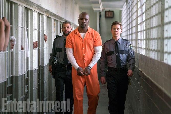 The Defenders: Mike Colter in una foto della serie