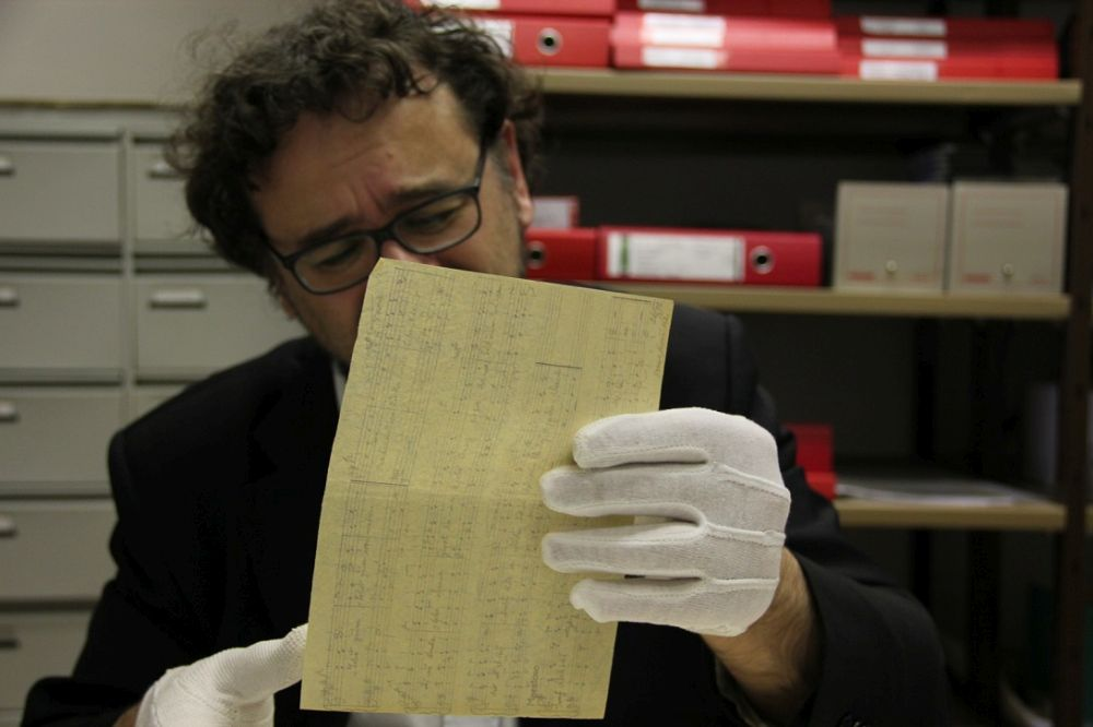 Maestro: Francesco Lotoro in un momento del documentario