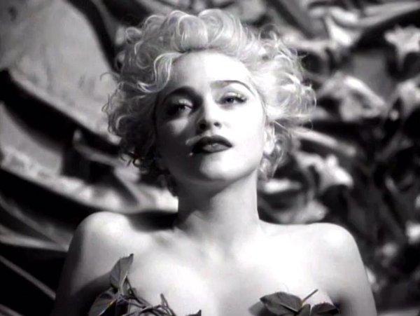 Madsnna nel video di Vogue