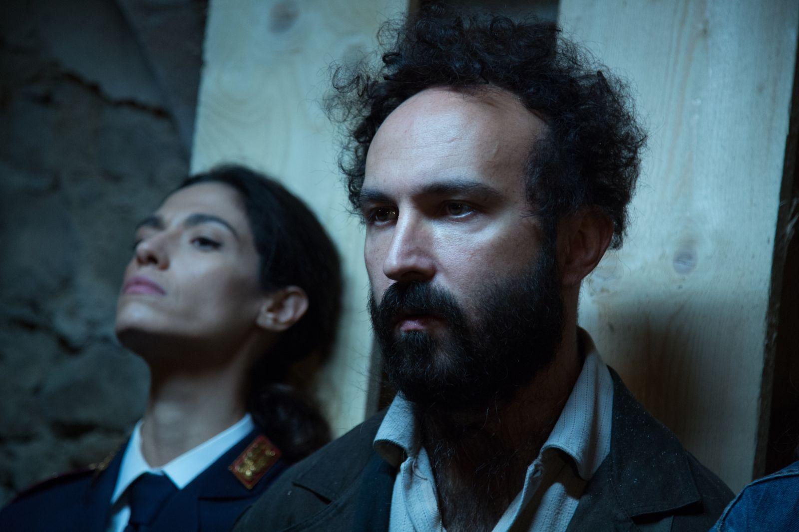 Omicidio all'italiana: Maccio Capatonda e Roberta Mattei in una scena del film