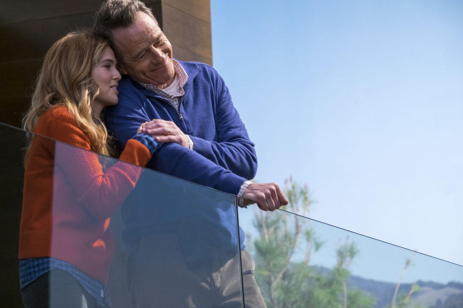 Proprio lui?: Bryan Cranston e Zoey Deutch in un momento del film
