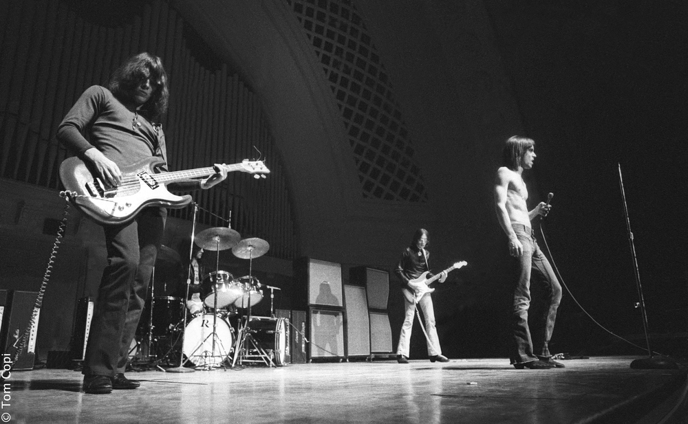 Gimme Danger: i The Stooges sul palco in un'immagine del documentario