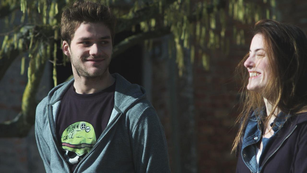La terra e il vento: Lorenzo Richelmy e Laura Gigante in una scena del film