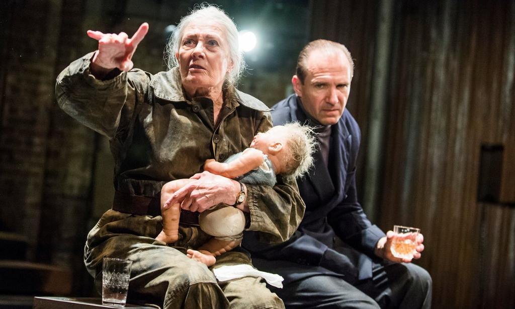 Almeida Theatre Live - Riccardo III: Vanessa Redgrave e Ralph Fiennes in scena