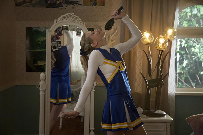 Riverdale: l'attrice Lili Reinhart in The River's Edge