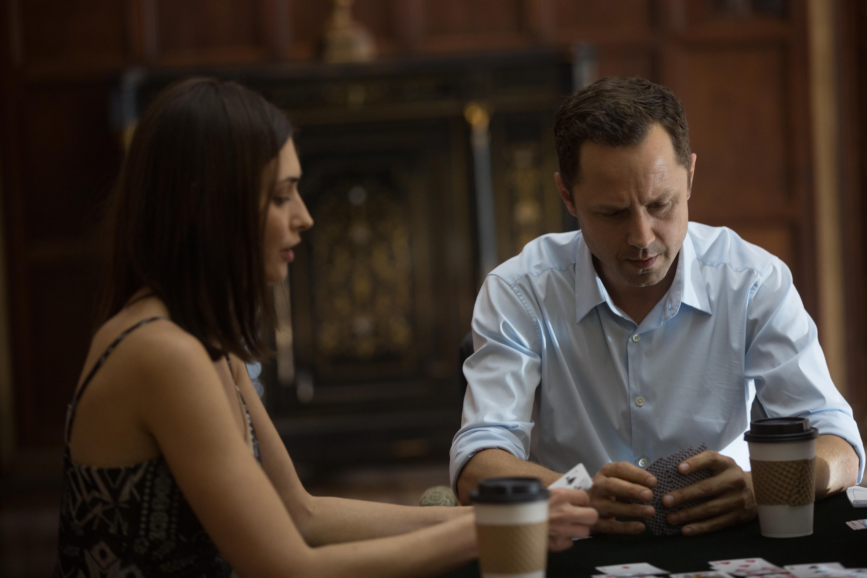 Sneaky Pete: Libe Barer e Giovanni Ribisi in una foto della serie