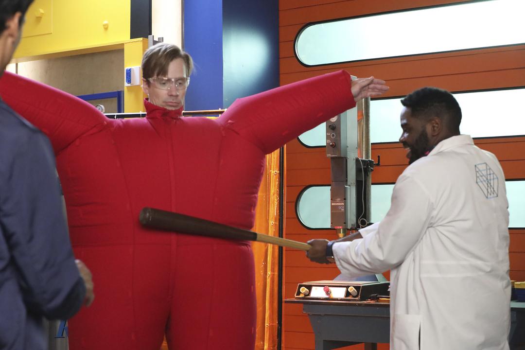 Powerless: Ron Funches in una divertente foto della prima stagione