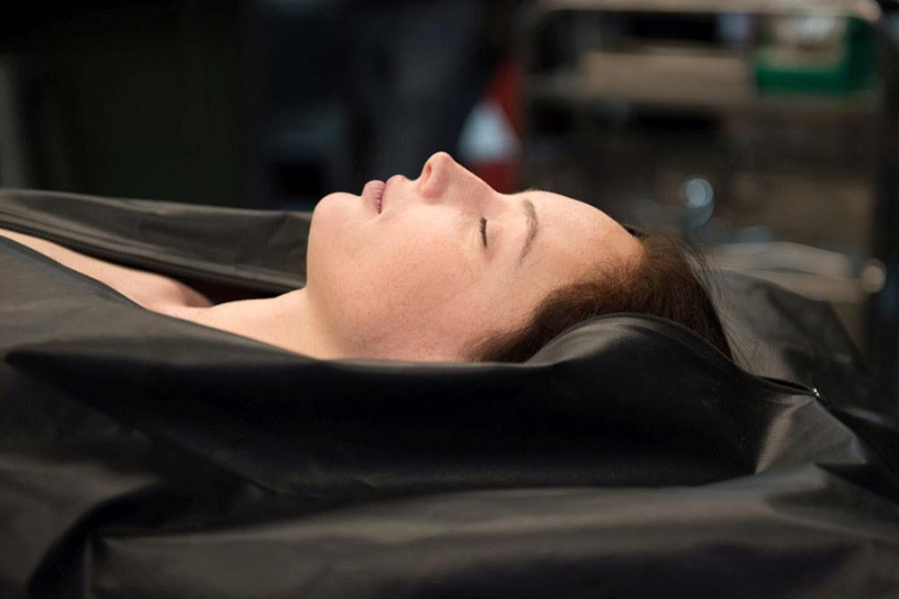 Autopsy: Olwen Catherine Kelly in una scena del film