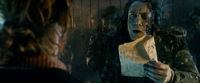 Pirati dei Caraibi: La vendetta di Salazar - Brenton Thwaites e Javier Bardem in una foto del film