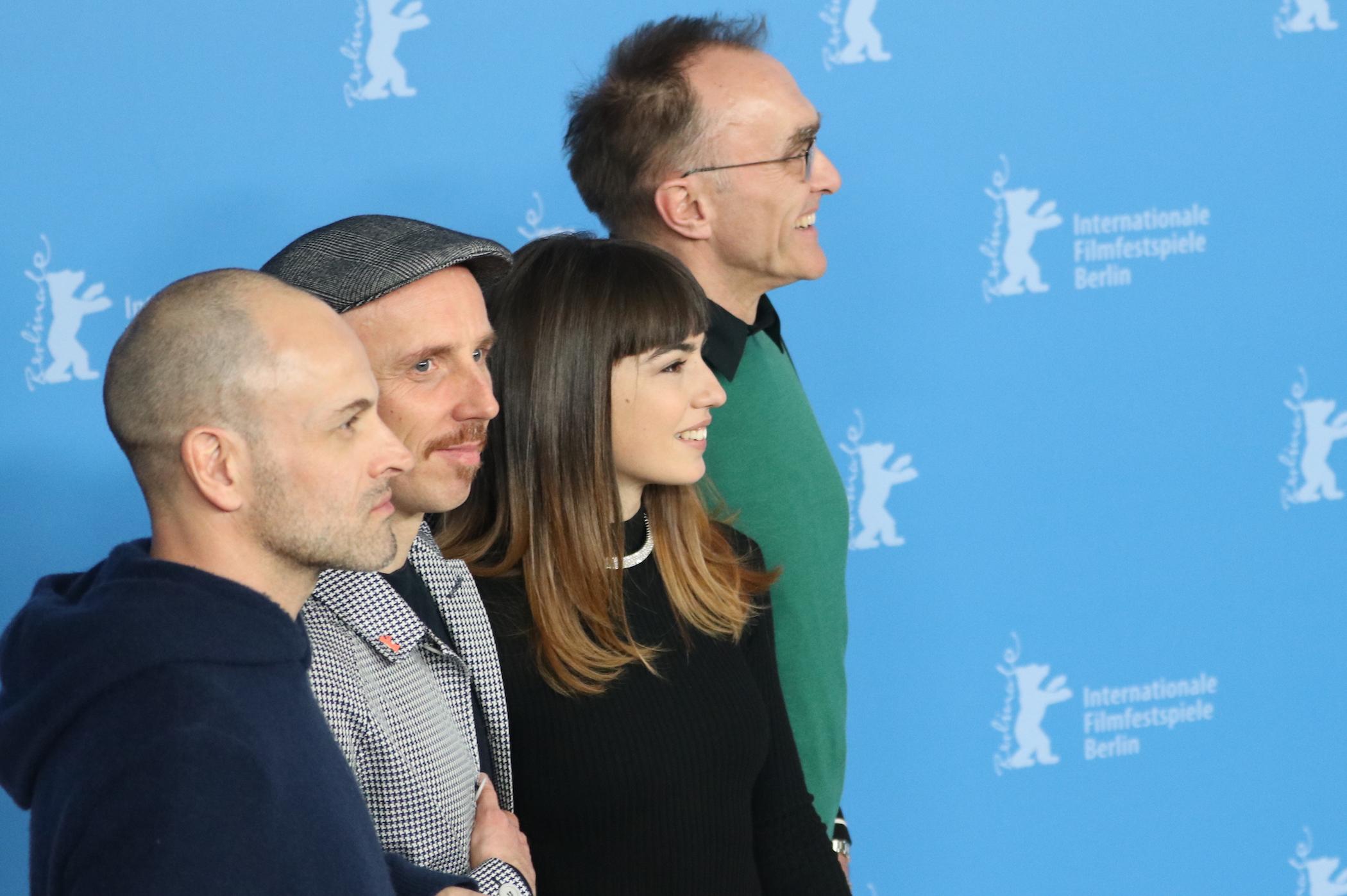 Berlino 2017: uno scatto di Ewen Bremner, Danny Boyle, Jonny Lee Miller e Anjela Nedyalkova al photocall di T2 Trainspotting