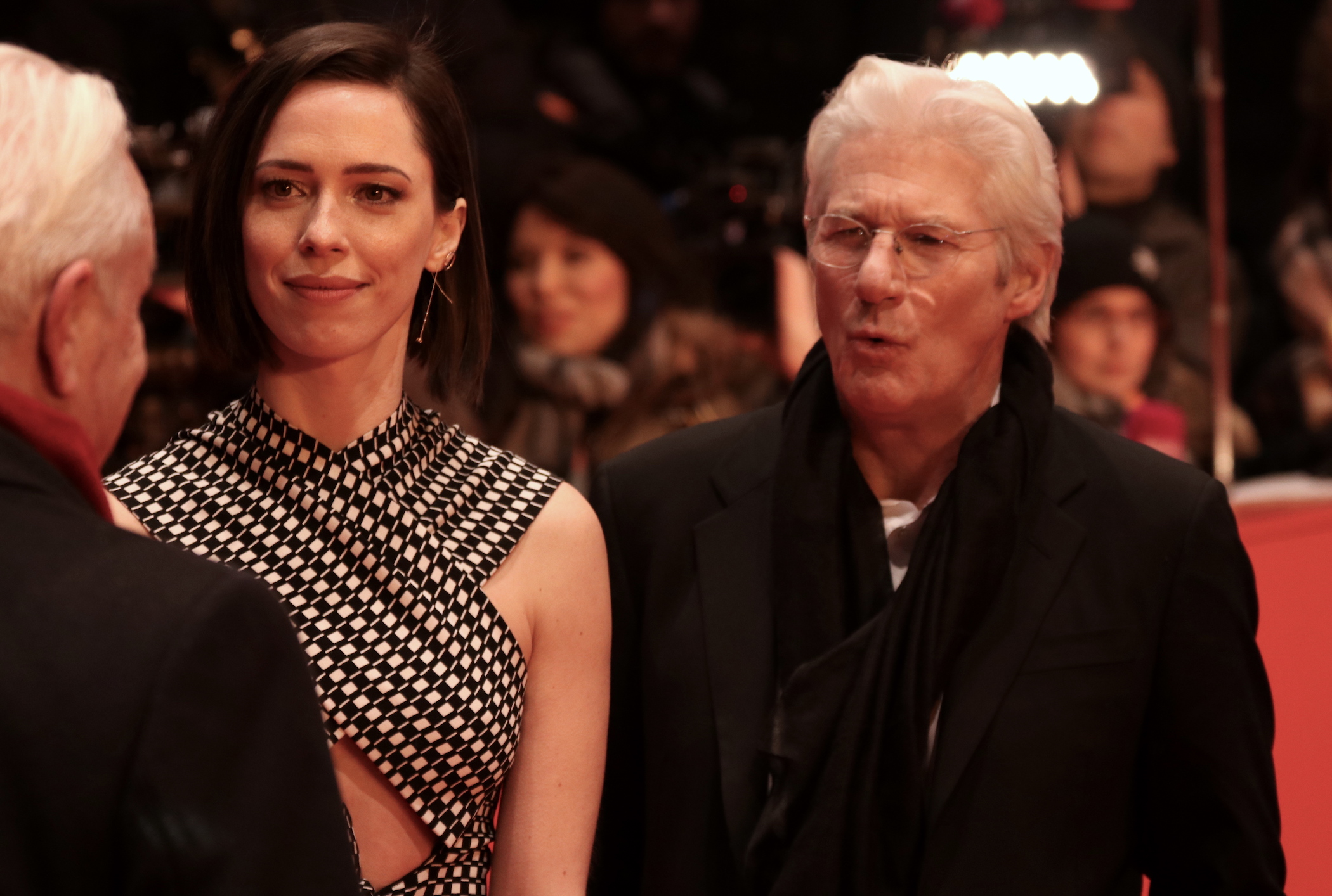 Berlino 2017: Rebecca Hall e Richard Gere sul red carpet di The Dinner