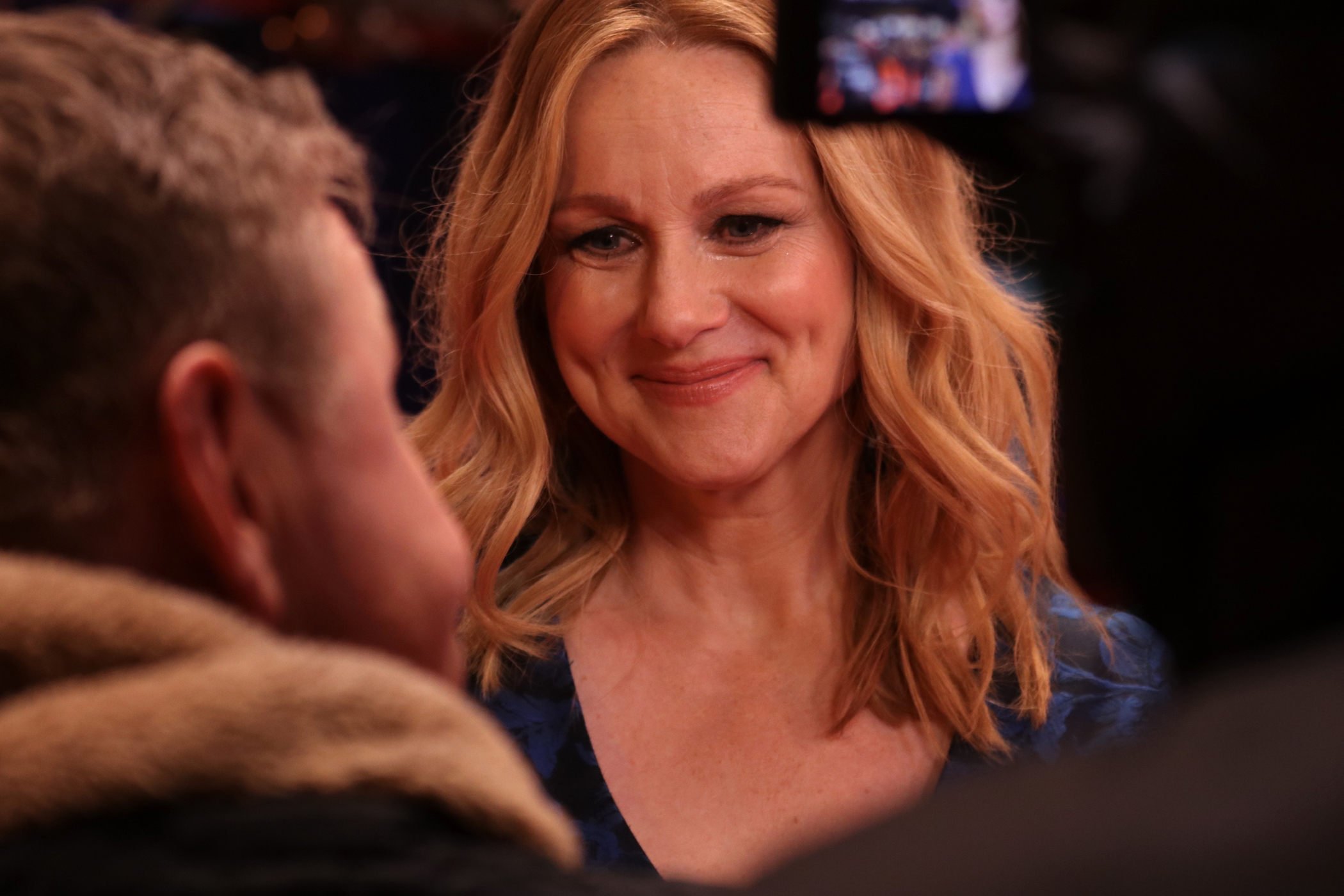 Berlino 2017: Laura Linney viene intervistata sul red carpet di The Dinner