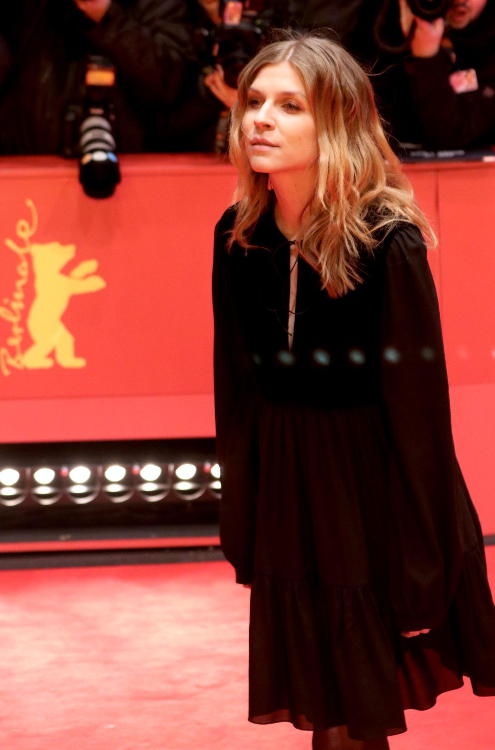 Berlino 2017: Clémence Poésy posa sul red carpet di Final Portrait