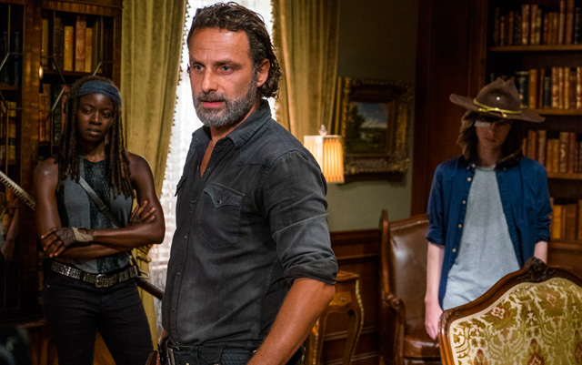 The Walking Dead: Andrw Lincoln e Danai Gurira nell'episodio Ci vuole coraggio