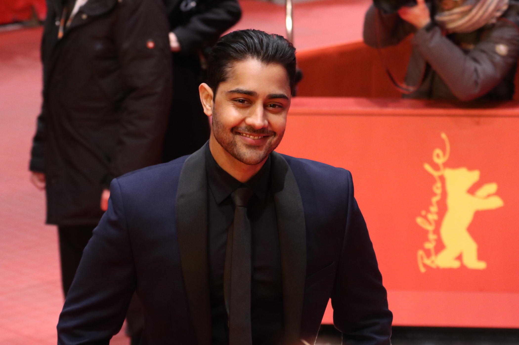 Berlino 2017: Manish Dayal sul red carpet di Viceroy's House