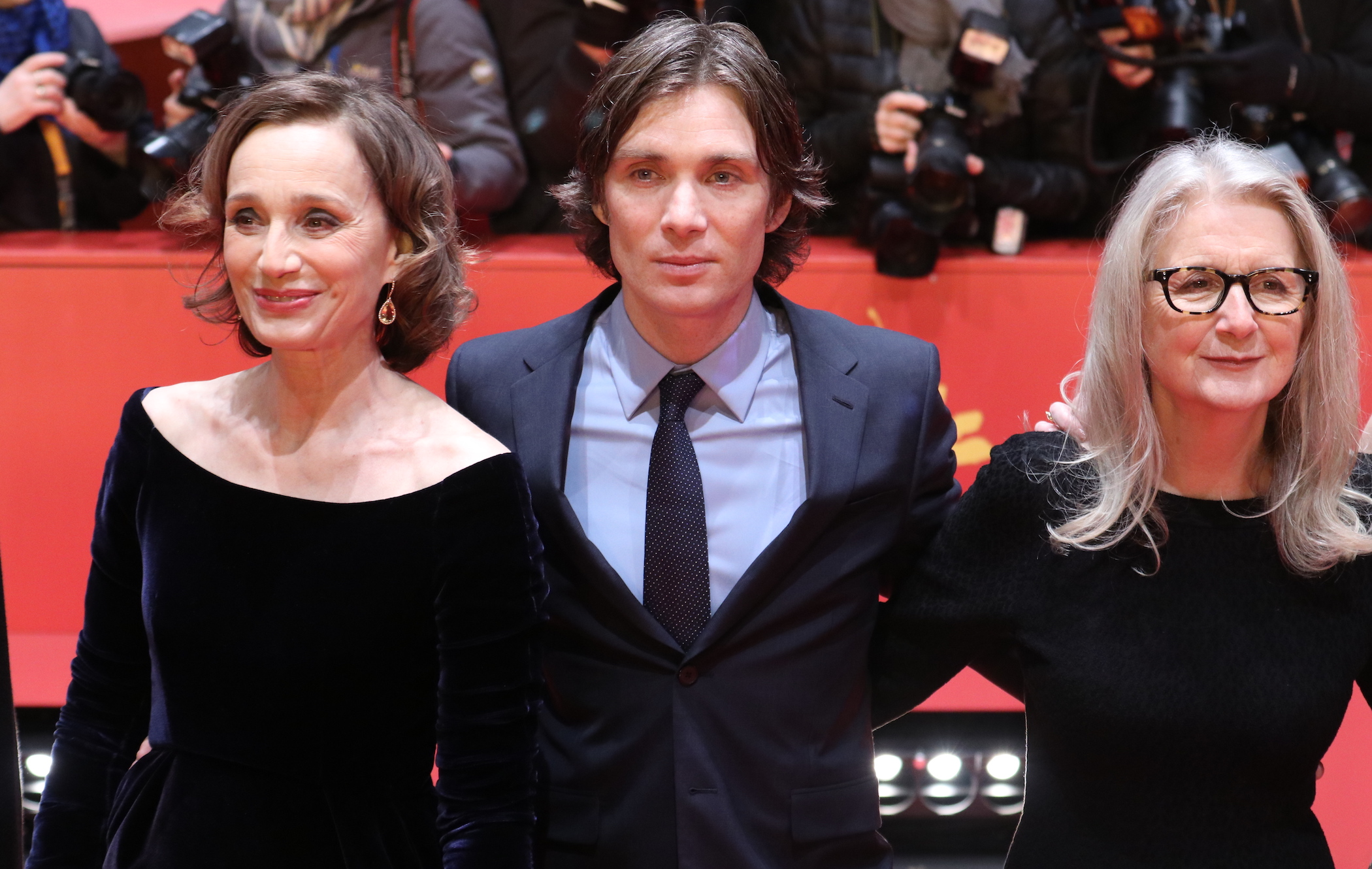 Berlino 2017: Sally Potter, Cillian Murphy, Kristin Scott Thomas sul red carpet di The party