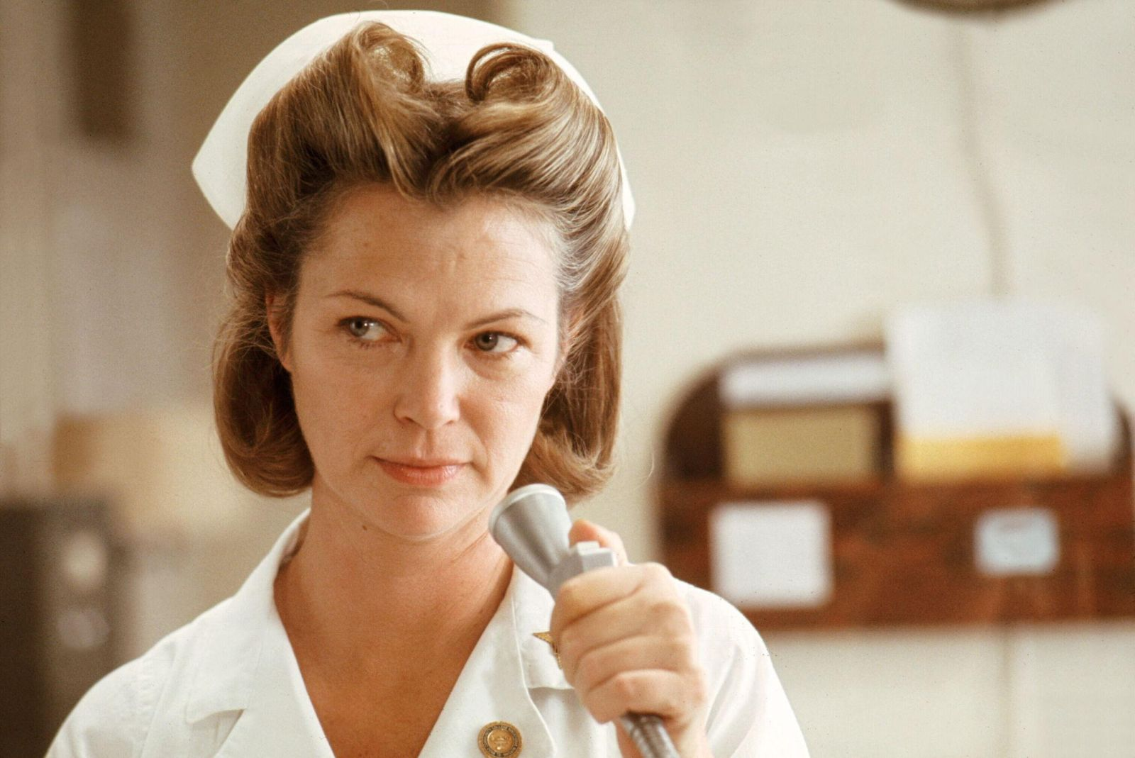 Qualcuno volò sul nido del cuculo: Louise Fletcher in una scena del film