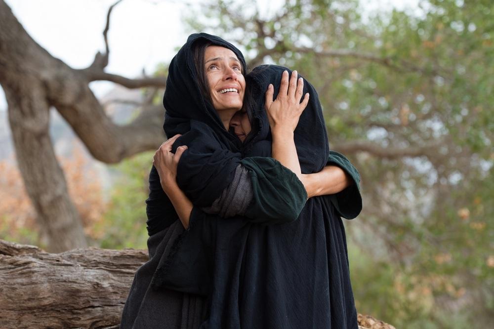 Piena di grazia: Kelsey Asbille e Bahia Haifi in un momento del film