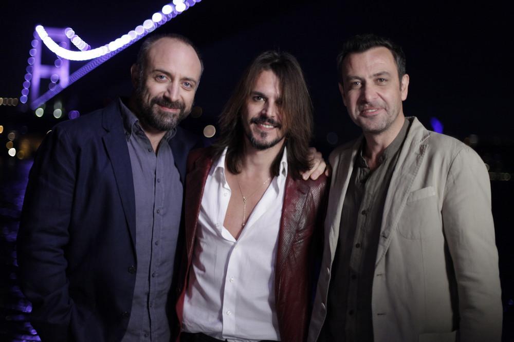 Rosso Istanbul: Halit Ergenç, Nejat Isler e Mehmet Günsür in un'immagine promozionale del film