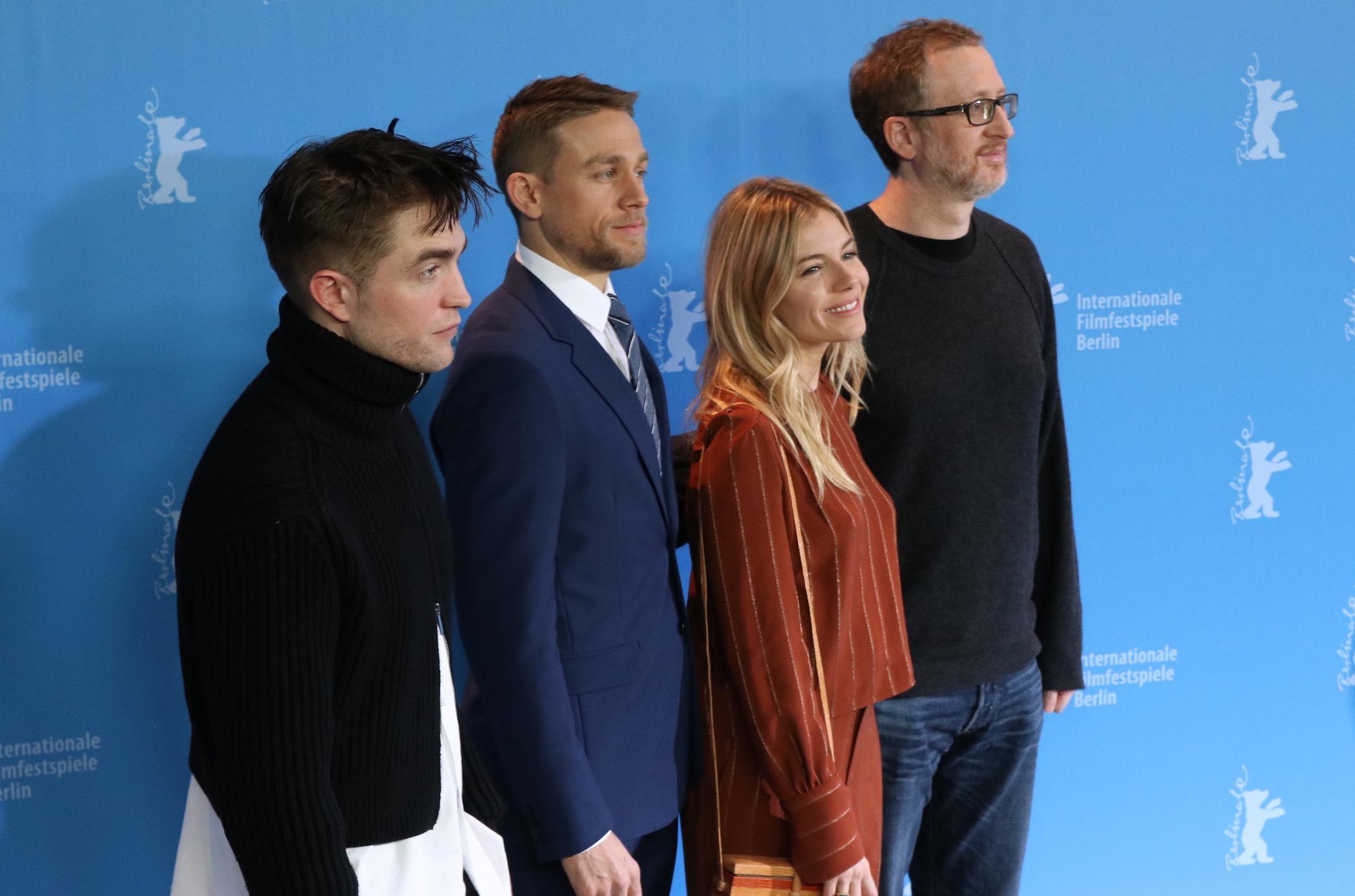 Berlino 2017: Robert Pattinson, Sienna Miller, Charlie Hunnam,  James Gray al photocall di Z - la città perduta