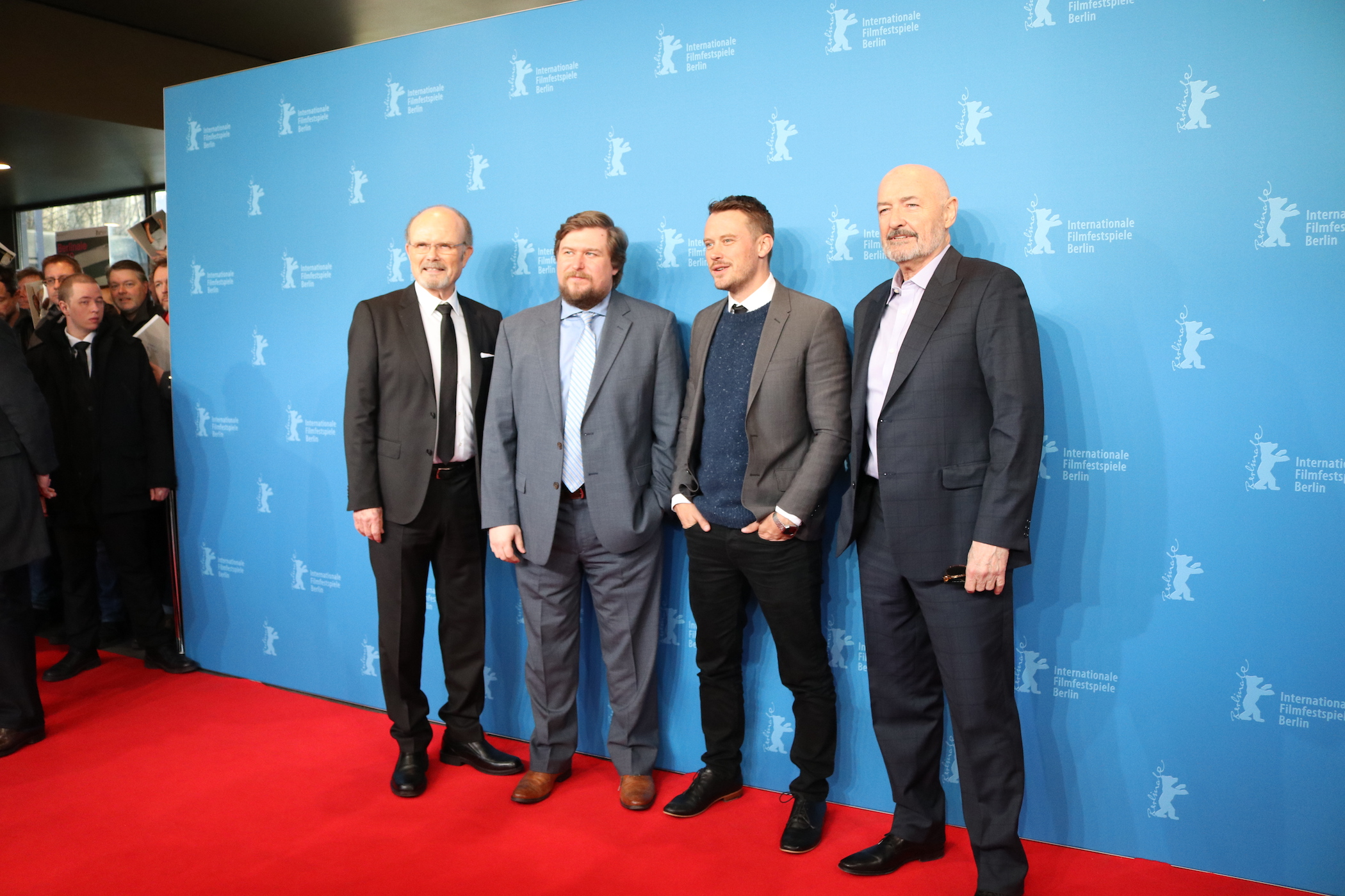 Berlino 2017: uno scatto di Terry O'Quinn, Michael Dorman, Kurtwood Smith, Michael Chernus sul red carpet di Patriot