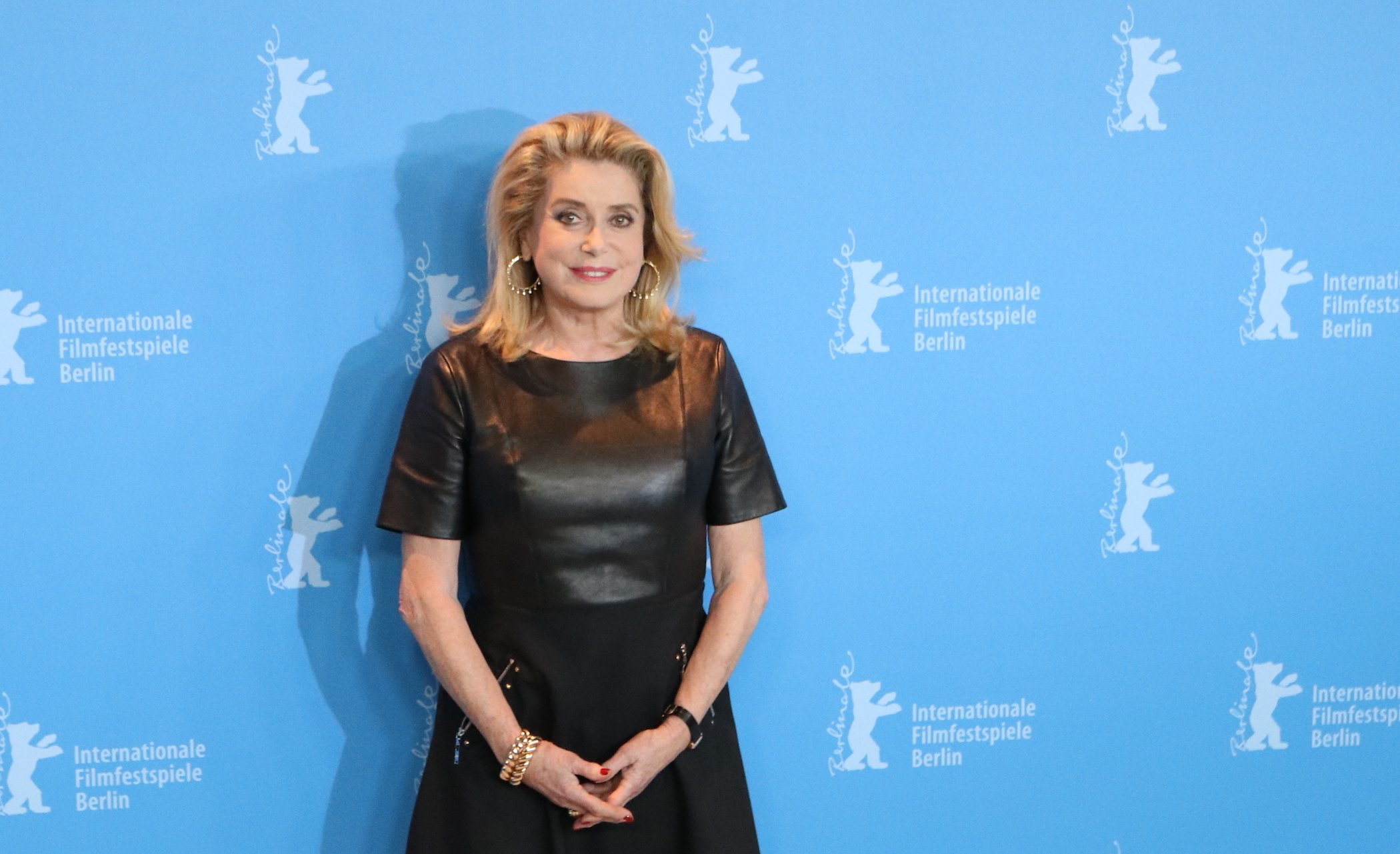Berlino 2017: Catherine Deneuve al photocall di The Midwife