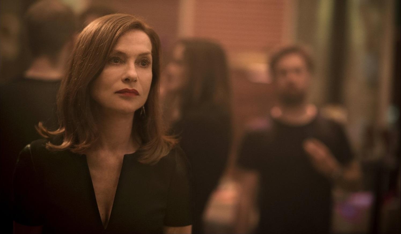 Elle: una assorta Isabelle Hupper in un momento del film