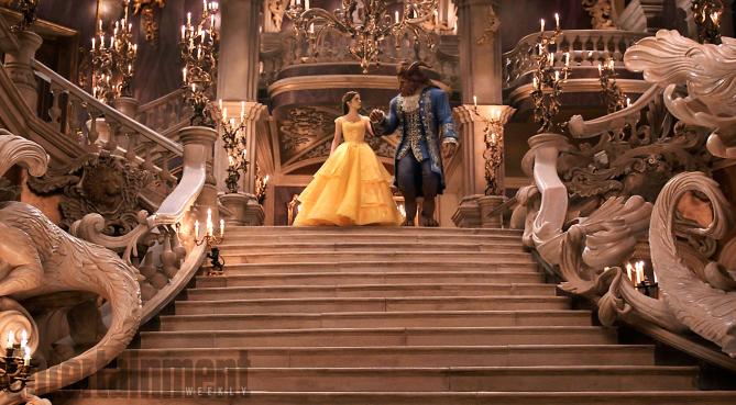 La Bella e la Bestia: Emma Watson e Dan Stevens nella scena del ballo