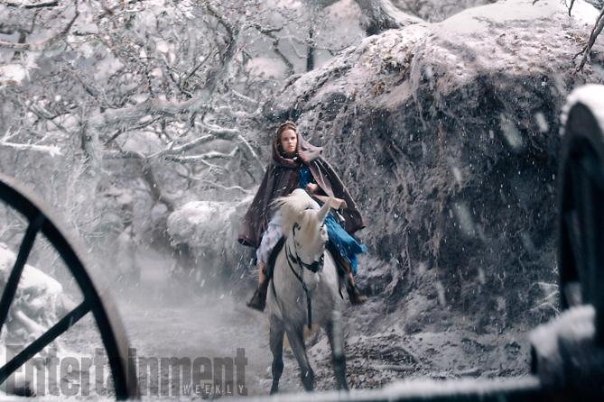 La Bella e la Bestia: Emma Watson interpreta Belle in una foto del film