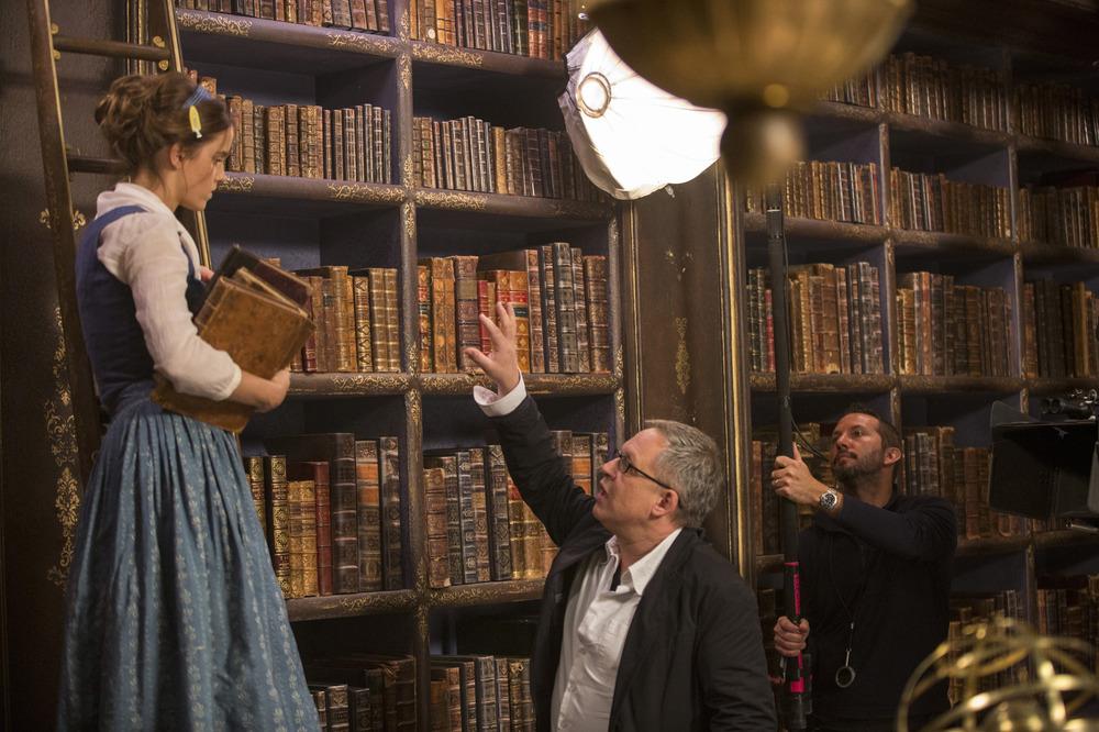 La Bella e la Bestia: Emma Watson sul set con il regista Bill Condon