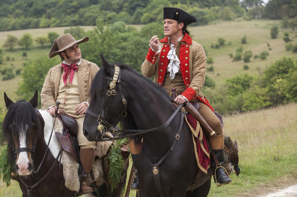 La Bella e la Bestia: Josh Gad e Luke Evans in una foto del film