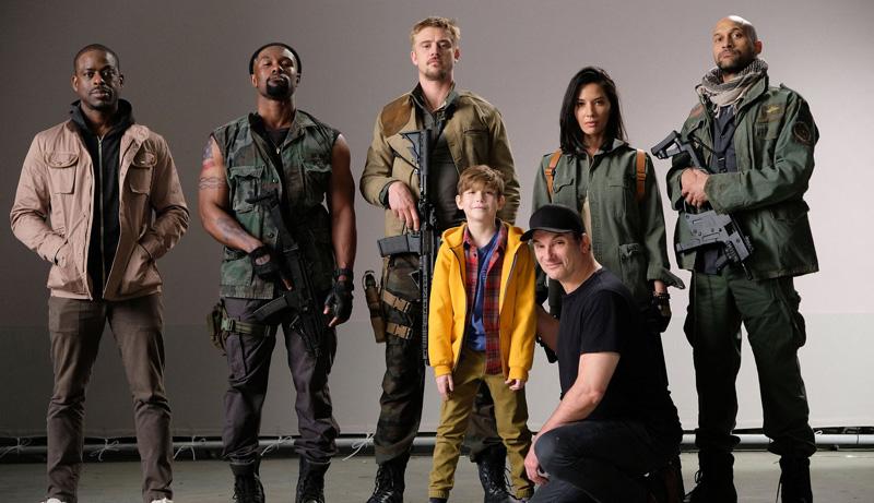 The Predator: il cast del film con il regista Shane Black