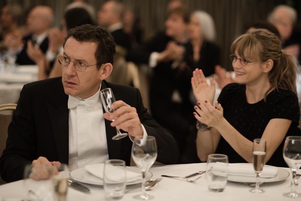 Un tirchio quasi perfetto: Dany Boon e Noémie Schmidt in un momento del film