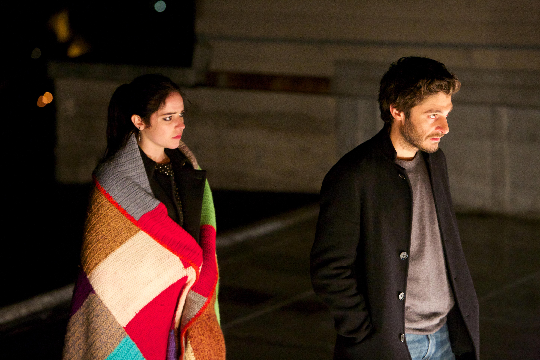 La Porta Rossa: Valentina Romani e Lino Guanciale in una foto della serie
