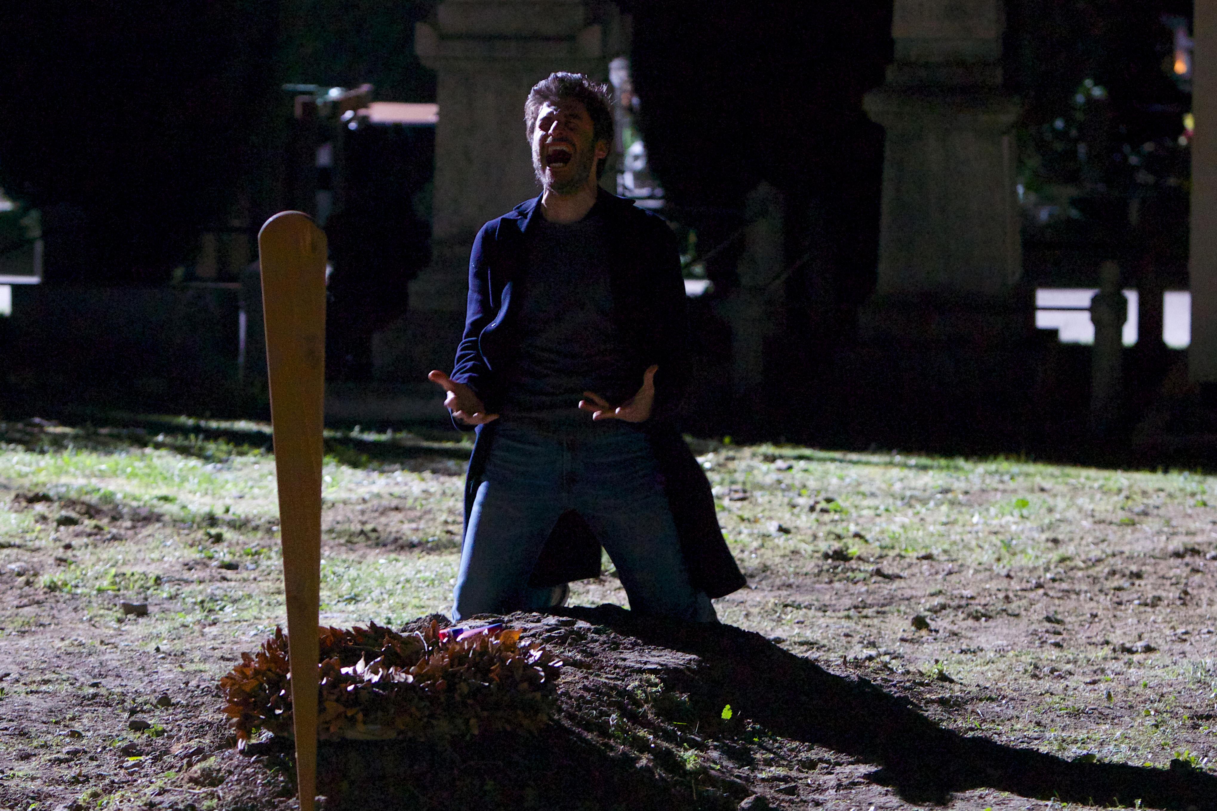 La Porta Rossa: Lino Guanciale urla in una foto della serie