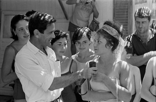 Comizi d'amore: Pier Paolo Pasolini in un momento del suo film-documentario