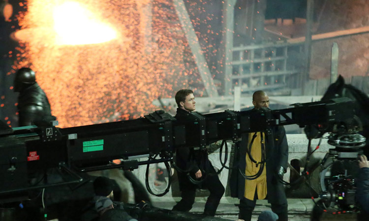 Robin Hood: Origins, Jamie Foxx e Taron Egerton sul set del film