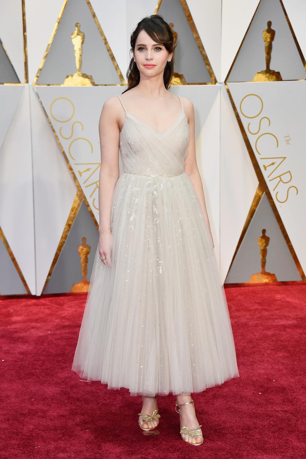 Oscar 2017: felicity Jones sul red carpet