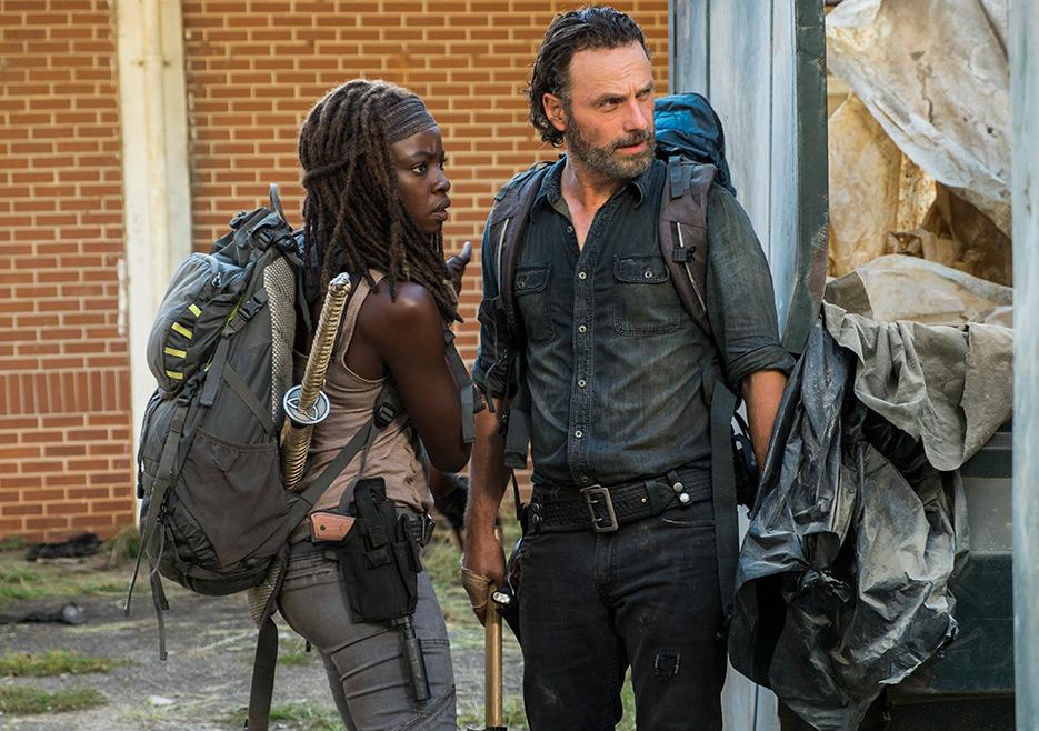 The Walking Dead: i protagonisti Andrew Lincoln e Danai Gurira in Say Yes
